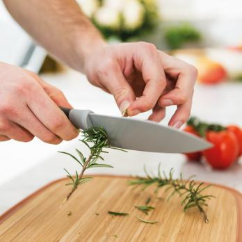Поварской нож маленький с отверстиями для очистки розмарина BergHOFF Leo 14см (серый)